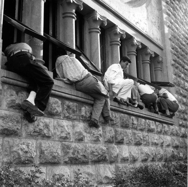 AUB students listen to Nehru