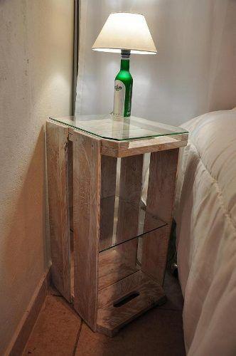 caixote de madeira no quarto
