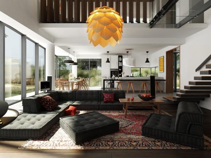Bộ ghế sofa đen là điểm nhấn trong không gian phòng