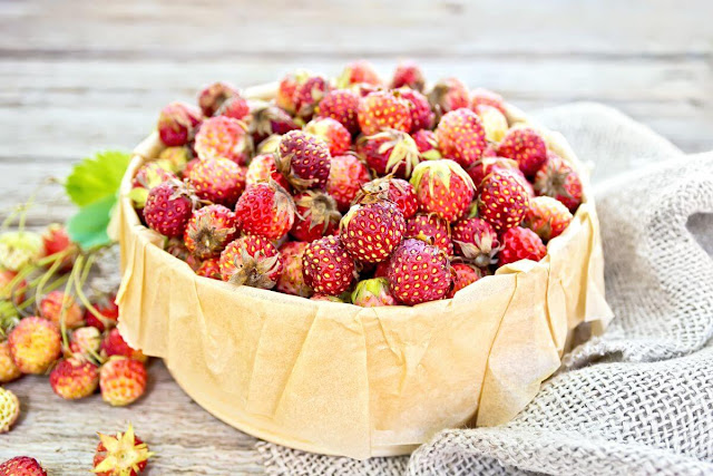 strawberry benefits and harms