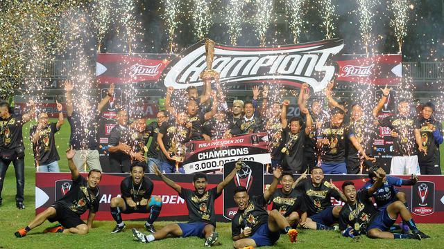 Arema players celebrating their 2019 Piala Presiden win