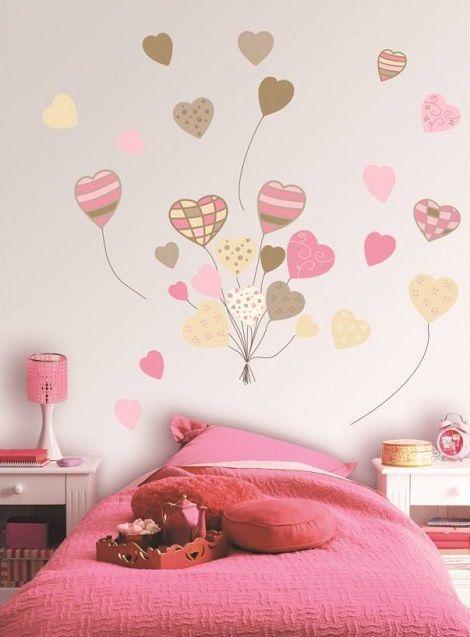 desenho de corações no quarto das crianças
