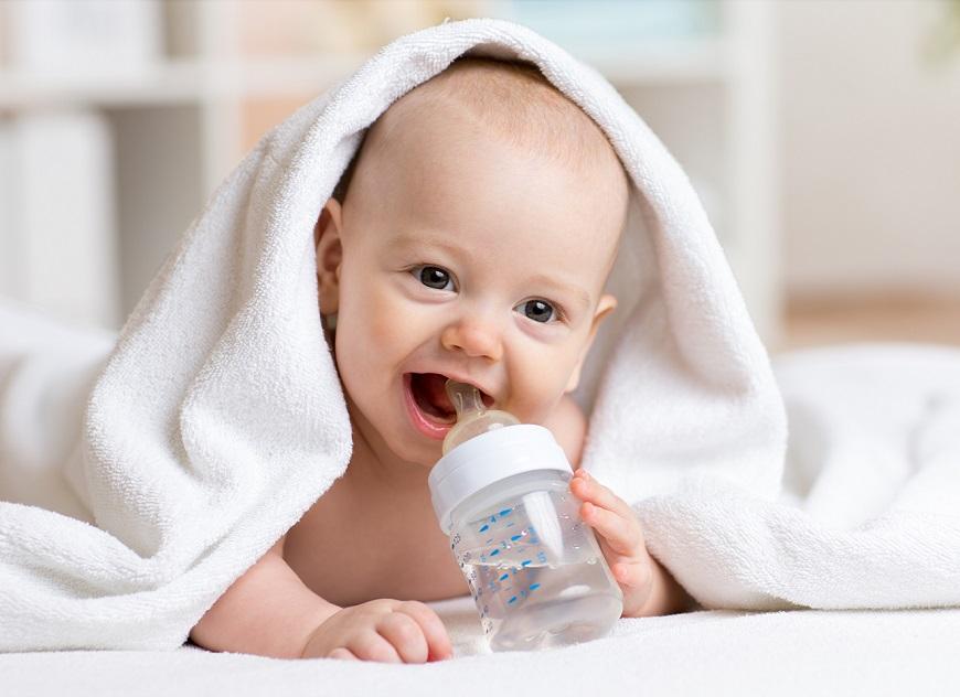 Vệ sinh bình sữa đảm bảo an toàn cho trẻ