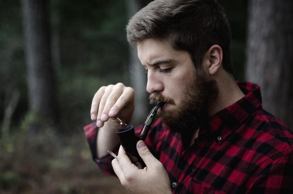 man smoking smoking pipe photo – Free Roosevelt state park Image on Unsplash