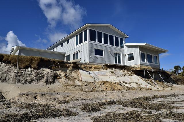 beach-erosion-1826121_640.jpg