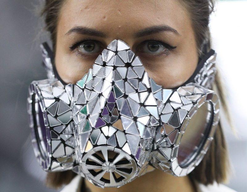 Эволюция медицинских масок: от средства защиты до модного аксессуара