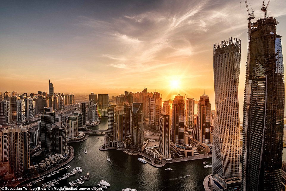 Nhung toa nha choc troi o Dubai huyen ao trong suong hinh anh 7