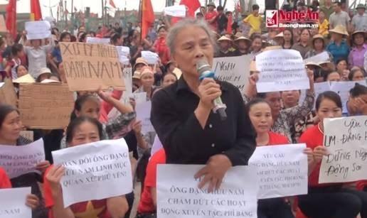 Chính quyền tổ chức biểu tình đấu tố Linh mục giáo xứ Quỳnh Lưu