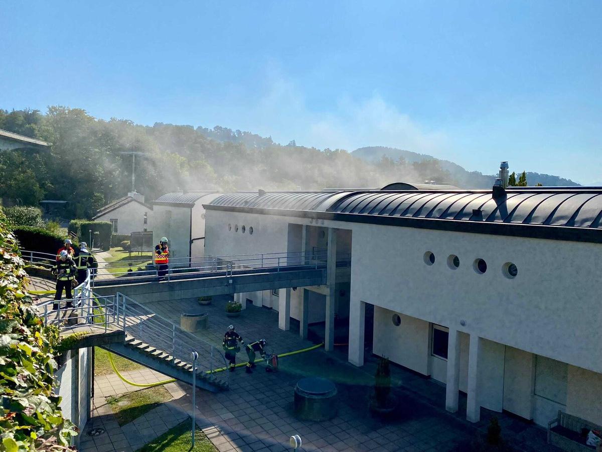 Jeudi matin 2septembre vers 10h: la police cantonale vaudoise est alertée qu'une habitante du chemin du Mâcheret à Lutry s'est immolée par le feu dans son appartement. Les secours arrivent immédiatement sur place.