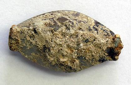 Piedra de sellado Minoan incrustada en piedra caliza