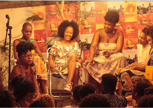 Mulheres reunidas em Casa La Frida, Salvador
