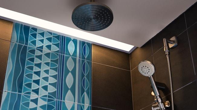 Shower with 2 shower head and a decorative back splash