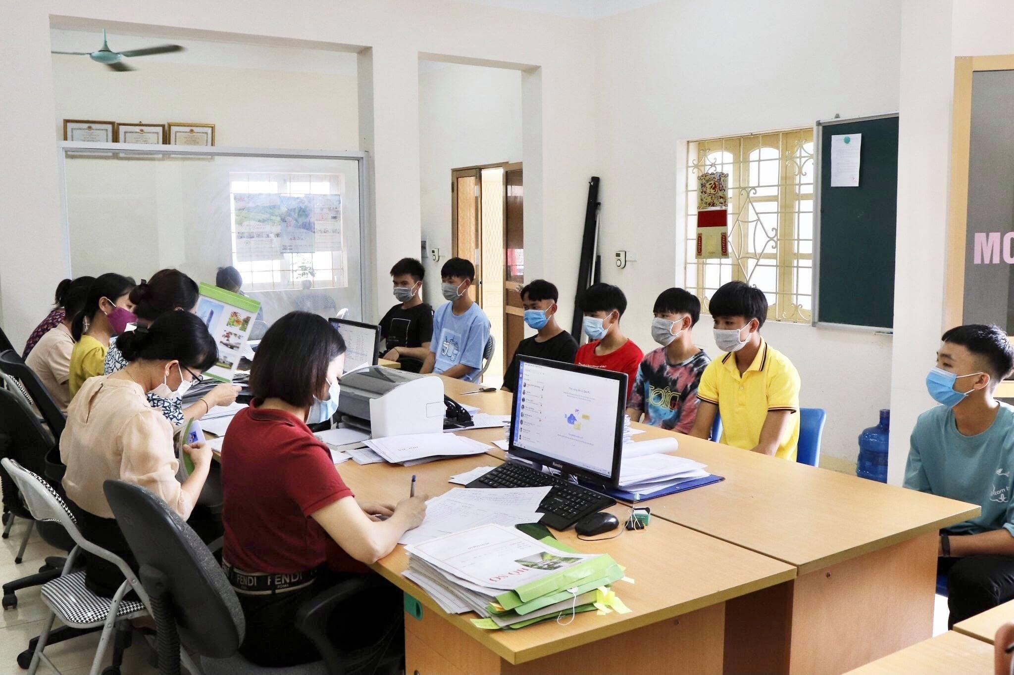 C:\Users\Administrator\Desktop\Doc's Ha\Phieu thu thap thong tin\DL\215349884_1251860145246025_3966030688163691041_n.jpg
