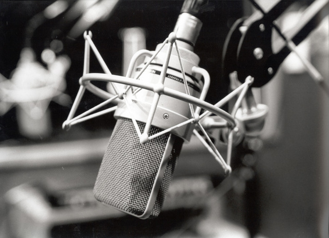 How to choose a good Voice Over Microphone for audio narrations (freeimages.com, photo by Rogerio Cunha).