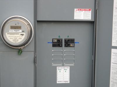 http://www.spanishfork.org/dept/pubworks/utilities/electric/img/Meterbase_Disconnect.jpg