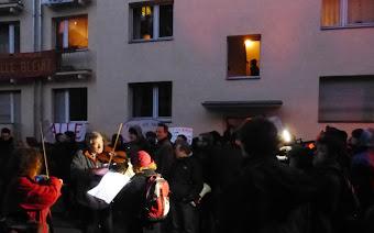 Nachtmusik für zwei Geigen, viele Zuhörer.