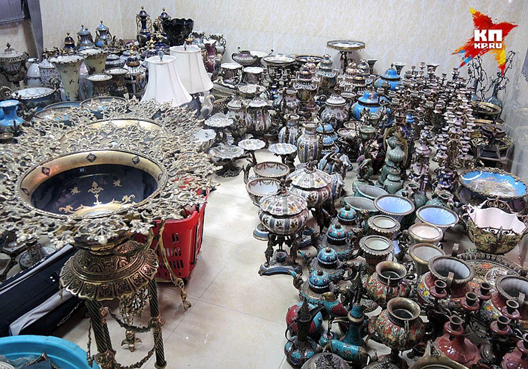 Склад драгоценных ваз в частном музее. Фото: Дарья АСЛАМОВА