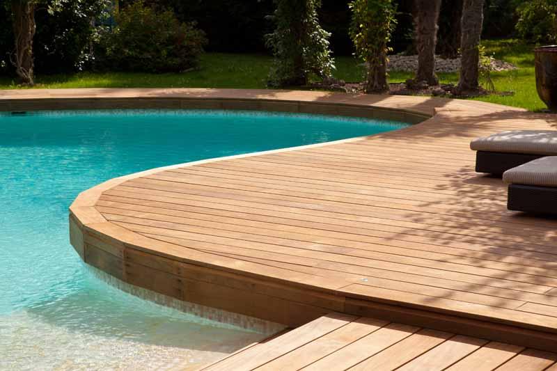 bygge en vakker Kebony platting rundt bassenget