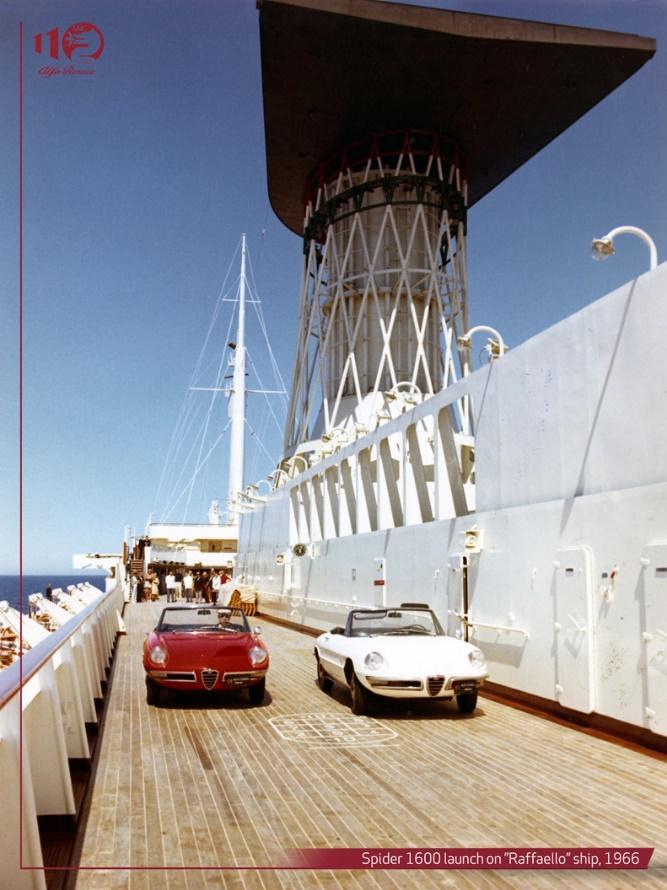 Immagine che contiene esterni, edificio, sedendo, barcaDescrizione generata automaticamente