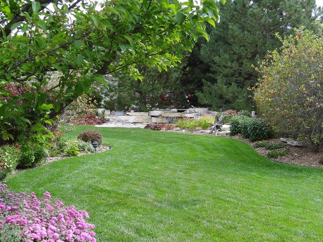 Contemporary Landscape by Breckenridge Design, Construction & Maintenance