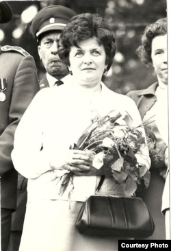 Мария Хомищак во время акции памяти в Детржихове в 1972 году