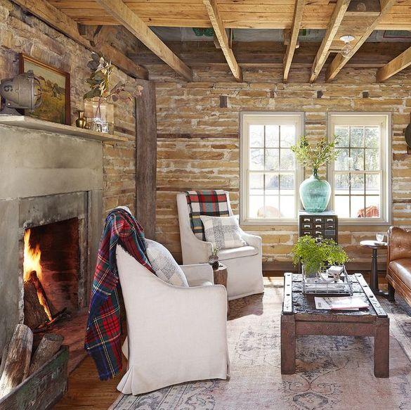 Desain farm house menggunakan banyak material alami - source: countryliving.com