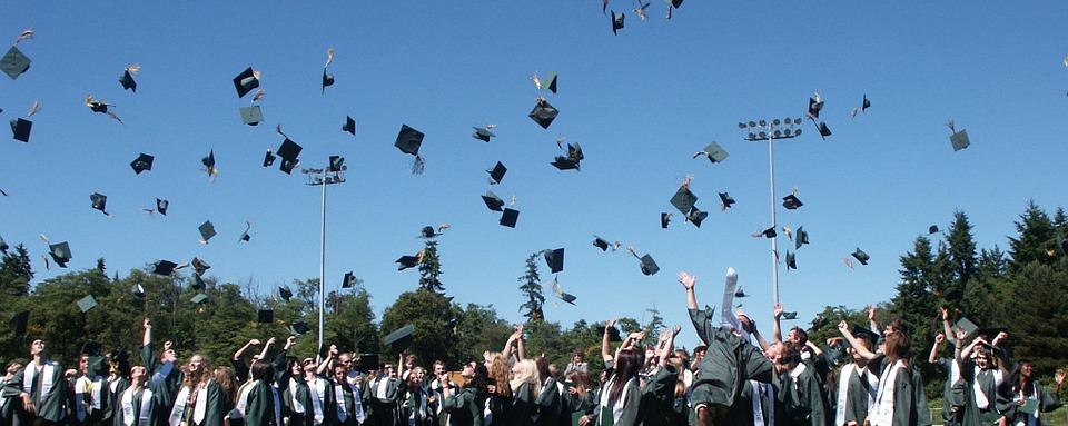 Bagaimana anda boleh bermula mencari pekerjaan selepas keluar daripada kolej?