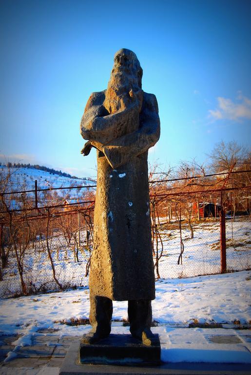 Паметник на Владимир Димитров-Майсторa