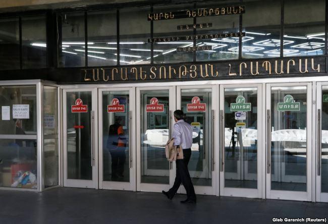 Закрытая станция метро в центре Еревана