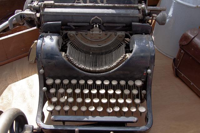 typewriter-465390_640.jpg