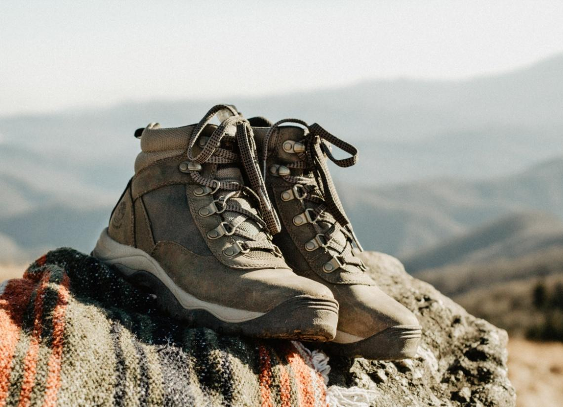 Low-cut hiking shoes