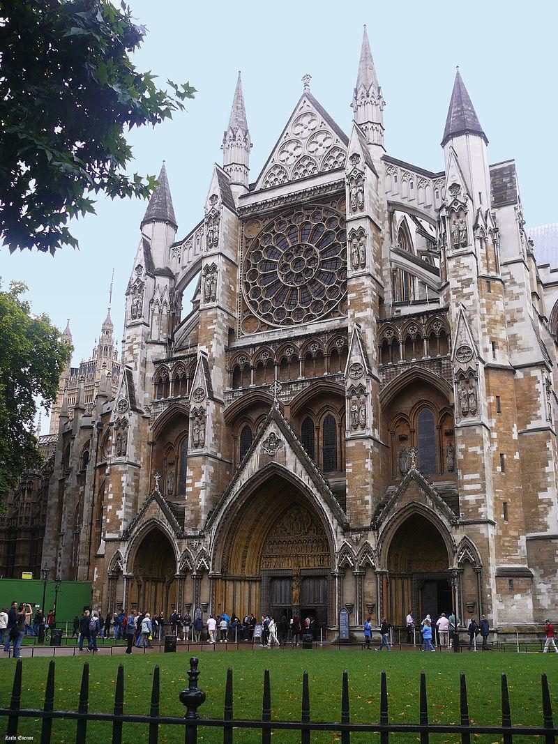 https://upload.wikimedia.org/wikipedia/commons/thumb/b/bb/WestminsterAbbey-north-facade001m.jpg/800px-WestminsterAbbey-north-facade001m.jpg