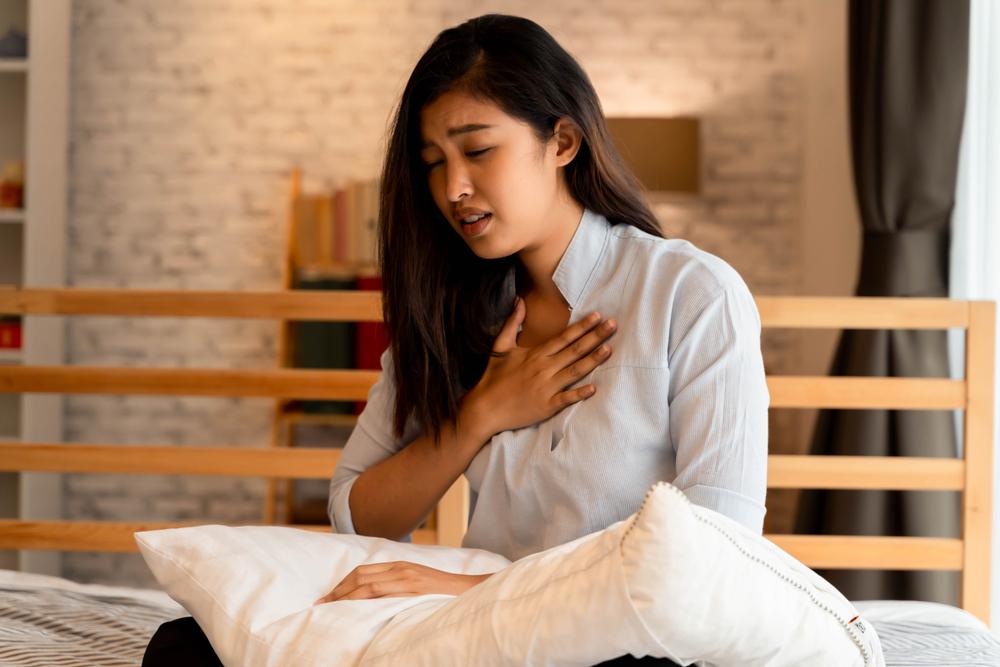 Nem sempre casos graves de covid-19 estarão acompanhados de falta de ar ou dor no peito. (Fonte: Twinsterphoto/Shutterstock)