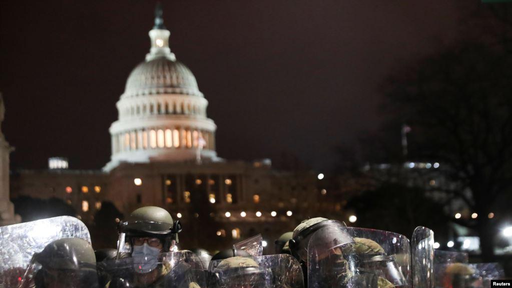 Служащий Национальной гвардии у здания Капитолия. 6 января 2021 года.