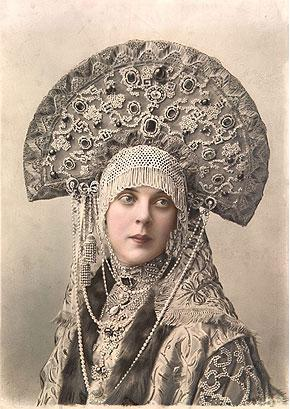https://upload.wikimedia.org/wikipedia/commons/e/eb/1903_ball_-_Princess_Olga_K._Orlova_(nee_princess_Beloselsky-Belozwersky).jpg
