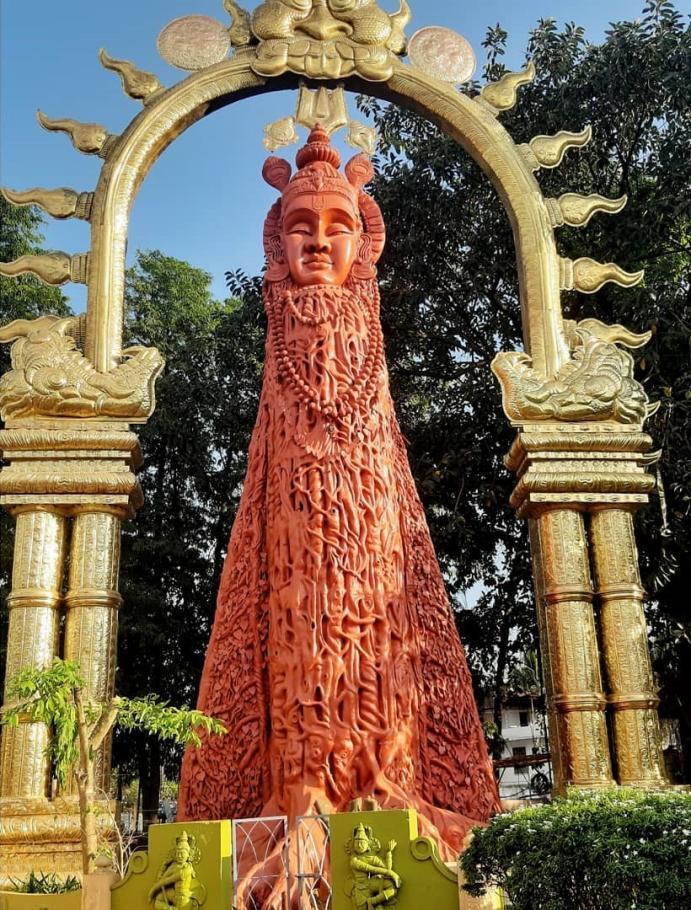 Statues of Maraprabhu and Guruvayur Kesavan
