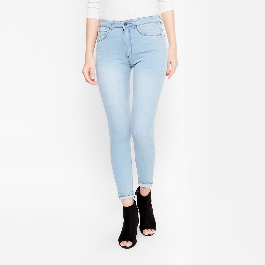 Mẫu quần jean nữ trẻ trung, năng động