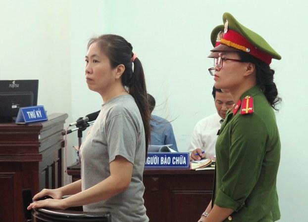 Blogger Mẹ Nấm Nguyễn Ngọc Như Quỳnh tại một tòa án ở thành phố Nha Trang vào ngày 29 tháng 6 năm 2017.