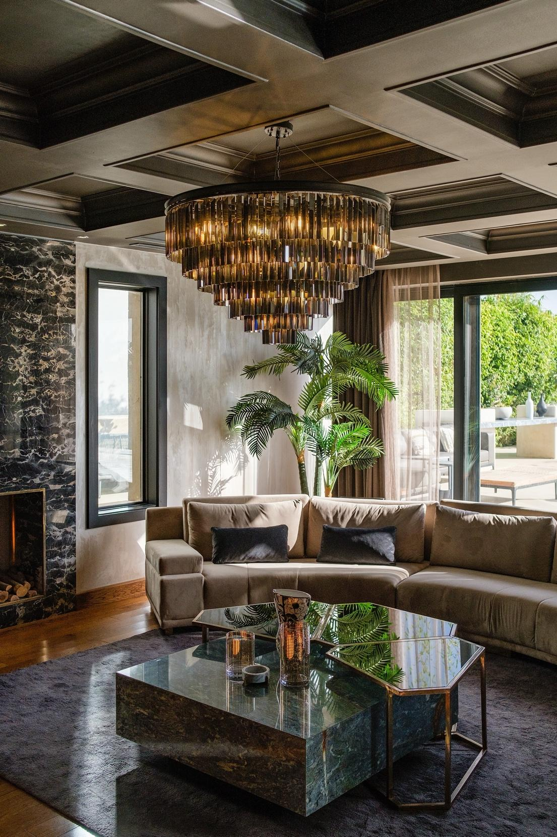 A living room with a chandelier  Description automatically generated with medium confidence