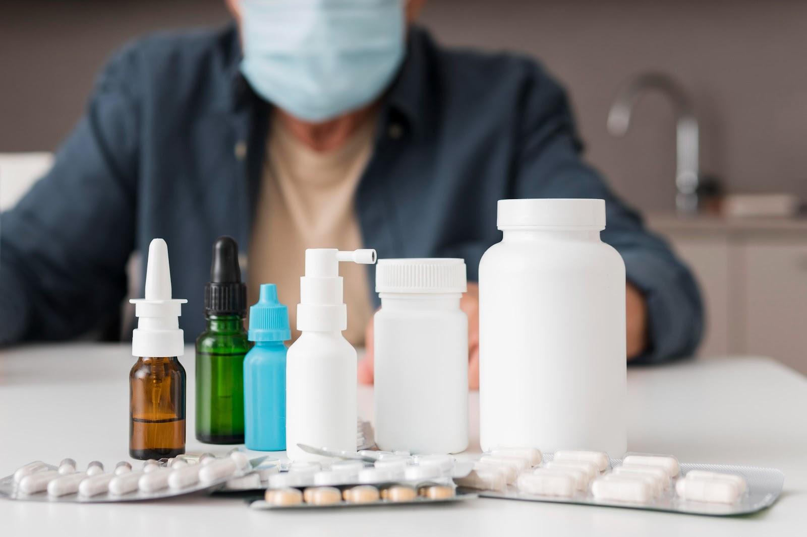 Medicamentos sem eficácia comprovada podem causar efeitos colaterais graves. (Fonte: Freepik)