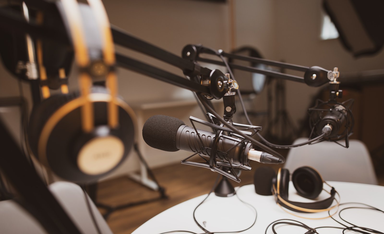 Designs.ai - Grow Your Podcast Audience With These 5 Simple Steps
