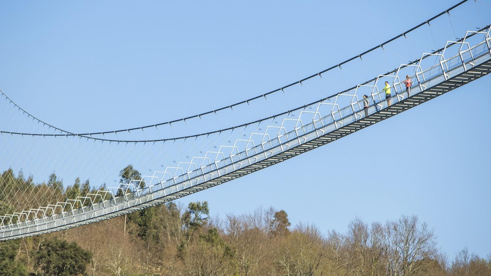 A construção da maior ponte suspensa para pedestres do mundo demandou cerca de quatro anos e 2,1 milhões de euros. (Fonte: 516 Arouca/Divulgação)