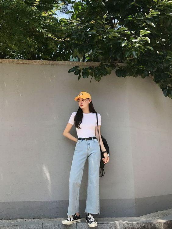 1. ใส่เสื้อยืดสีขาวกับกางเกงยีนส์