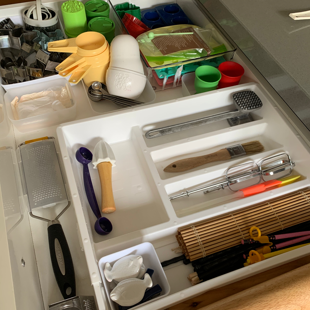 organised-kitchen-drawer | declutter-tips | how-to-start-decluttering |