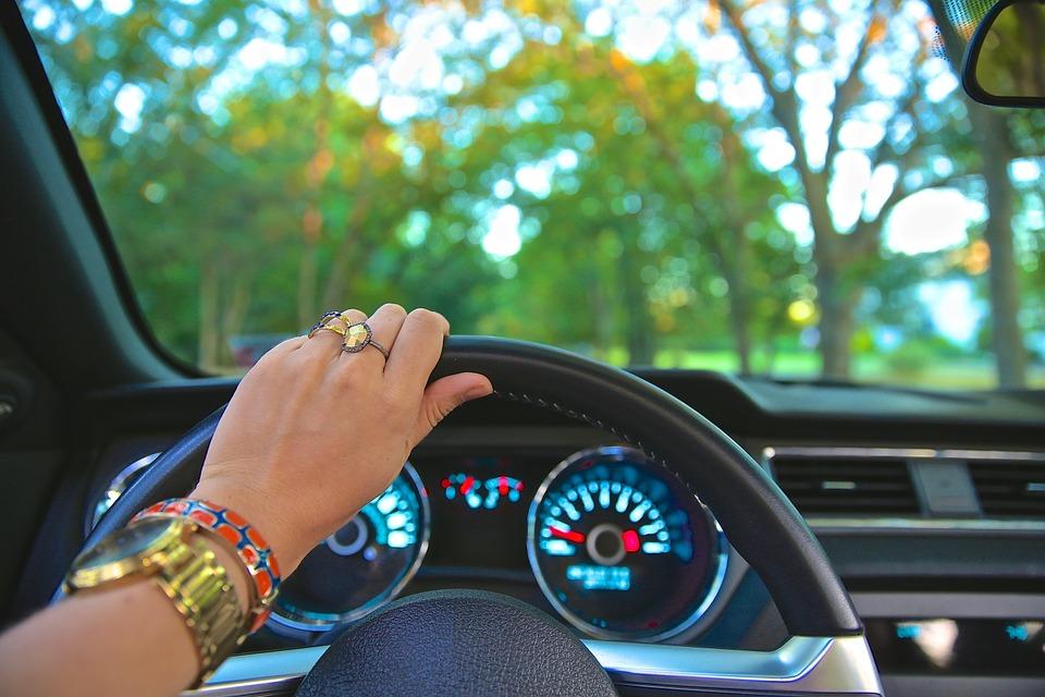 driving-918950_960_720.jpg