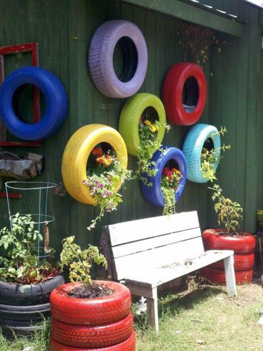 staré pneumatiky jako květináč
