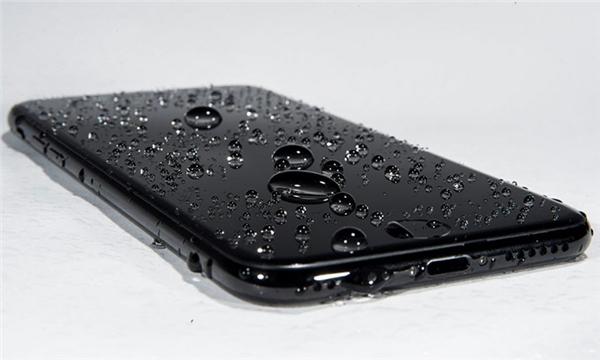 Những cách chống nước cho điện thoại hiệu quả nhất hiện nay