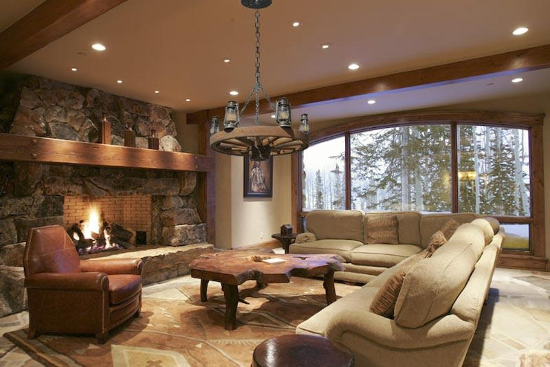 http://www.mumbaibest.com/realestate-mumbai/hometips/images/moody-living-room-lighting.jpg