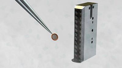 Illustration of a sample and cryo-EM cartridge