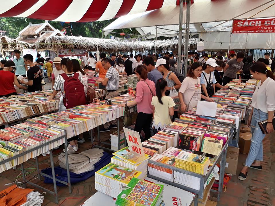 Hội sách thường xuyên tổ chức vào cuối tuần tại Hồ Văn